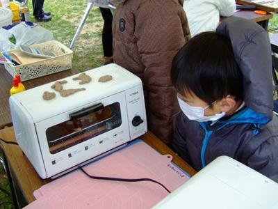 モルタル造形,鳥取砂丘モアイ,蓄光砂,砂ねんど,コーヒーだしがら,カラー砂